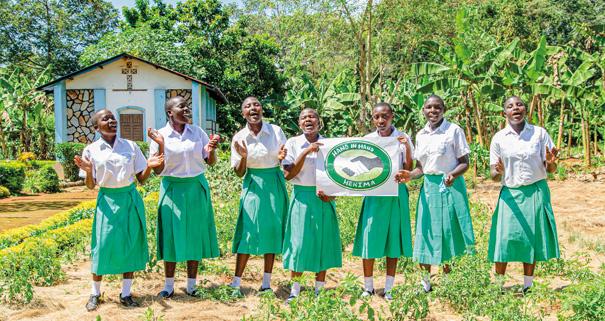 Foto: Rapunzel Naturkost Die Hekima Secondary Girls' School in Bukoba ist eine der wenigen weiterführenden Schulen für Mädchen in Tansania. Auch Praxisunterricht in ökologischer Landwirtschaft gehört dazu. Hier wächst eine selbstbewusste neue Generation von Frauen in Afrika heran.